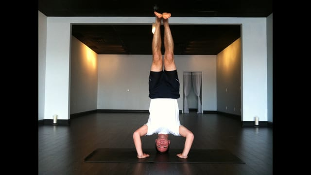 Peter Frey Owns Tripod Headstand